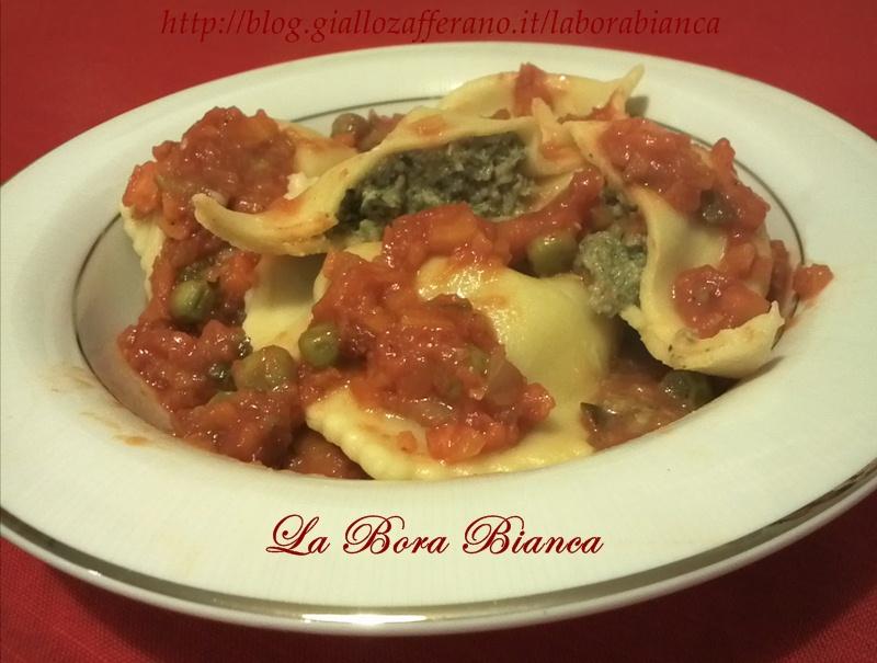 Ravioli di carne con ragù di verdure, ricetta pasta ripiena fatta in casa La Bora Bianca