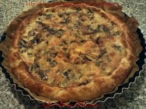 Torta salata con radicchio e salsiccia