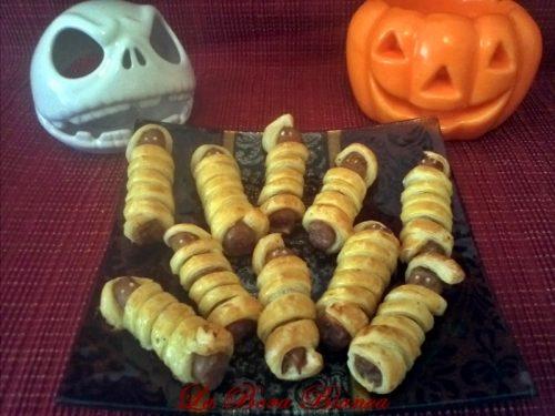 Mummie di salsiccia, ricetta antipasto di Halloween