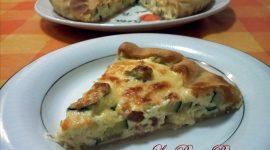 Torta salata con zucchine e speck, ricetta semplice e gustosa