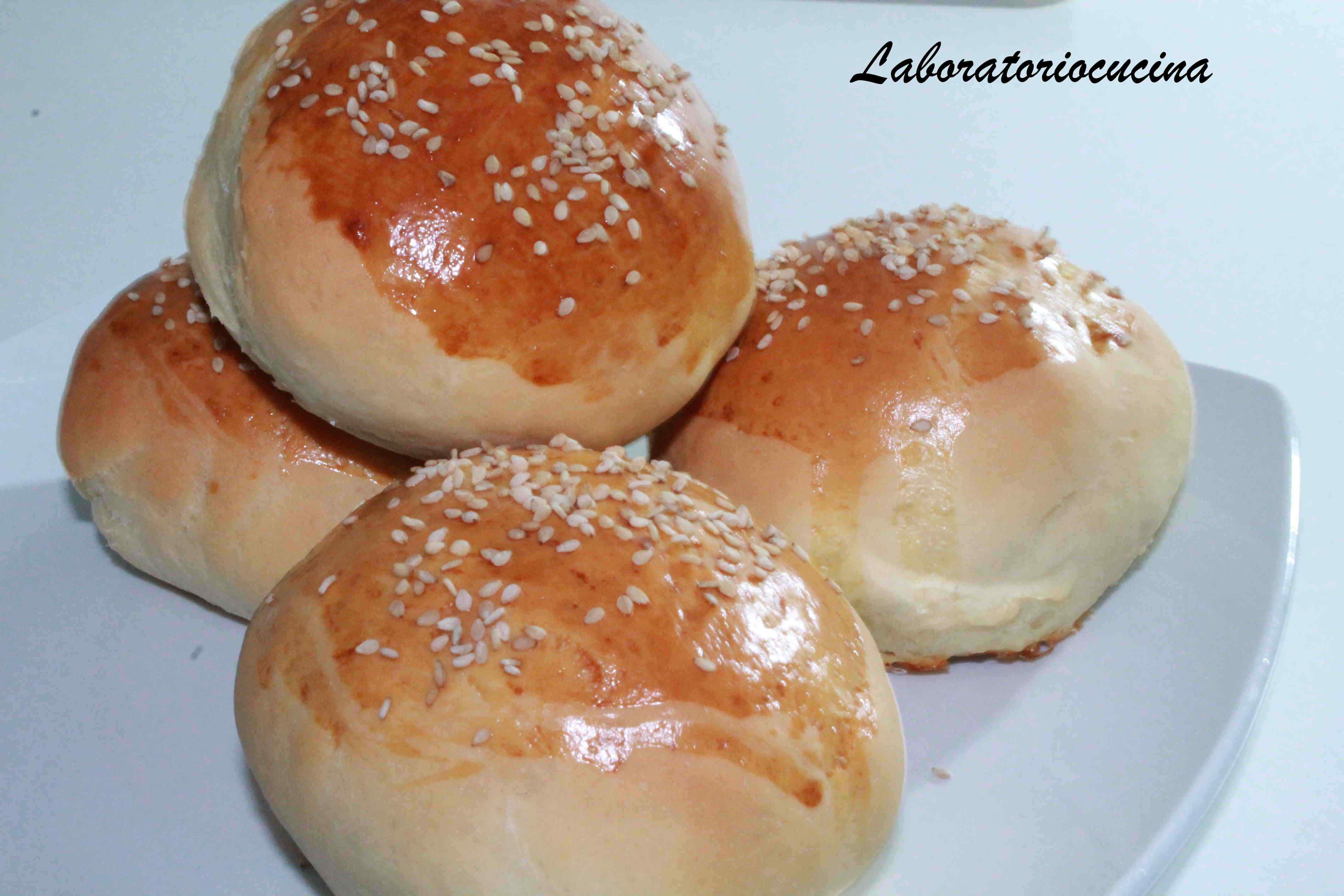 Original hamburger con panini soffici al sesamo