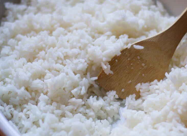 Preparazione riso per sushi