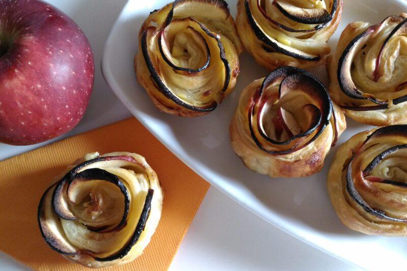 Roselline di pasta sfoglia e mele veloci