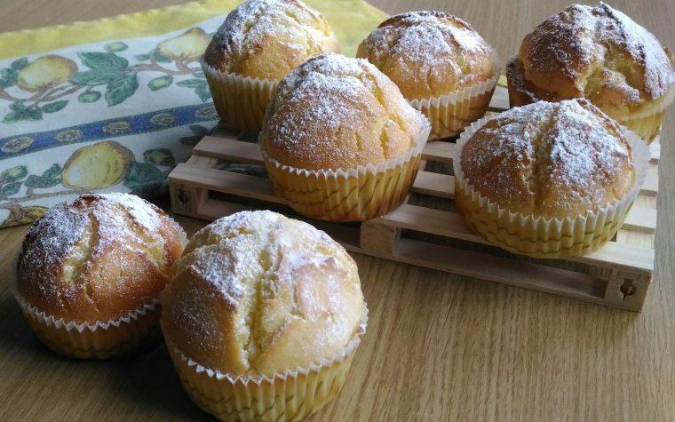 Muffin alla vaniglia senza burro (ricetta base in 3 passaggi)