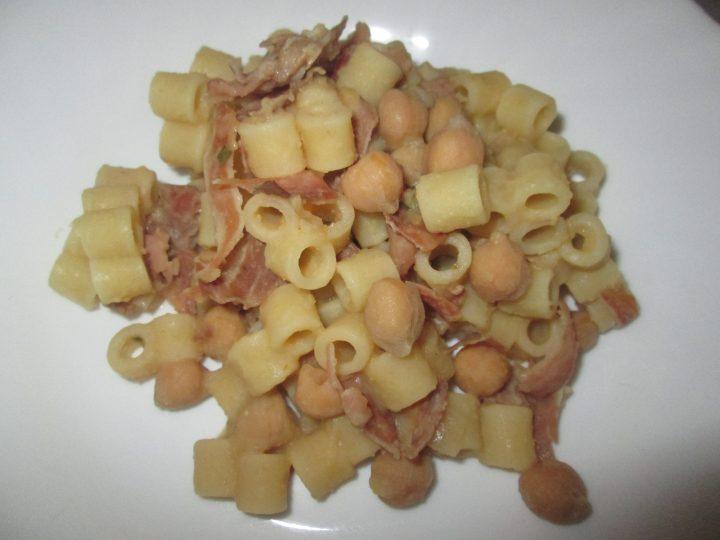 Pasta con ceci e prosciutto crudo la cucina azzurra di for La cucina di francesca valmadonna