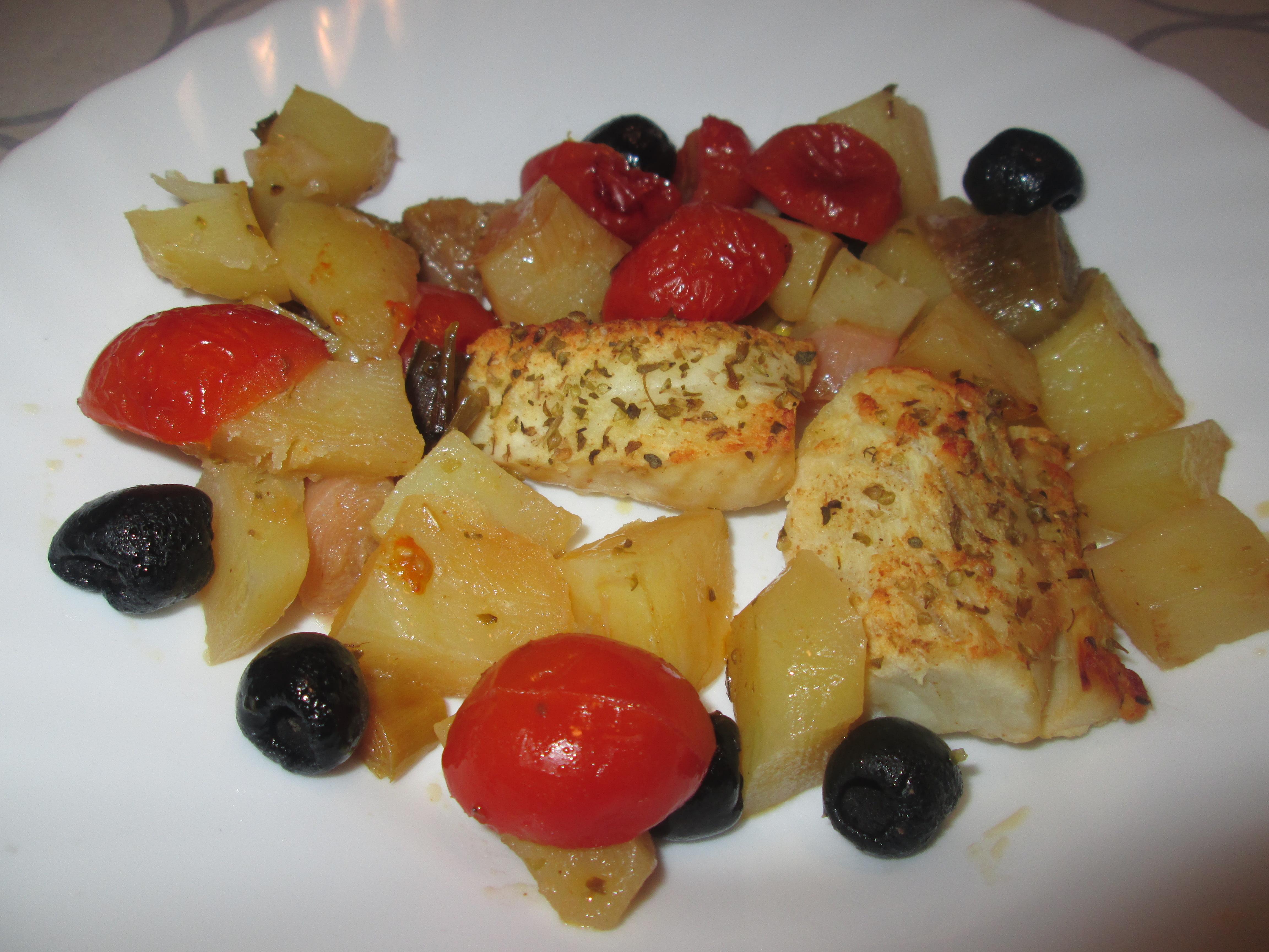 Filetti di nasello al forno con patate olive e pomodorini for La cucina di francesca valmadonna