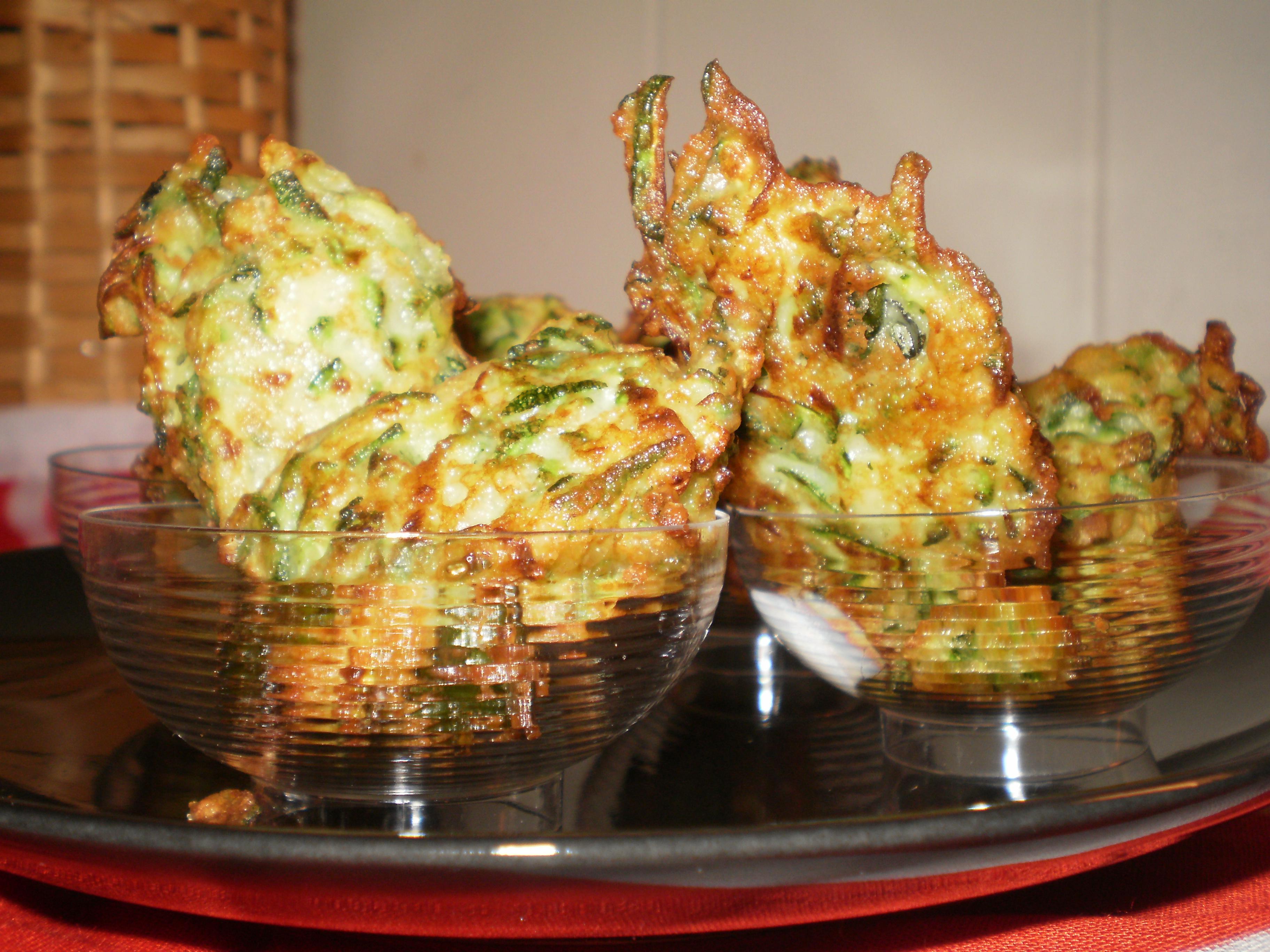Frittelle di zucchini lacucinadiannamaria for Cucinare le zucchine