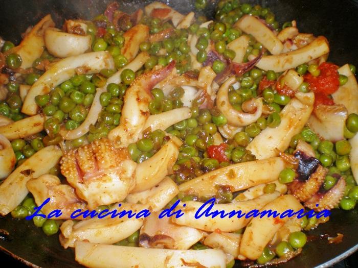 Seppie con piselli ricetta di mare lacucinadiannamaria for Cucinare seppie