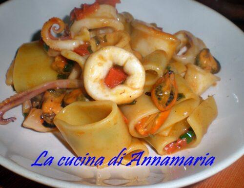 Calamarata con le cozze, ricetta di mare