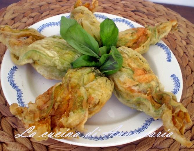 Fiori di zucca ripieni (Fiorilli ripieni) con uova e parmigiano , ricetta finger food