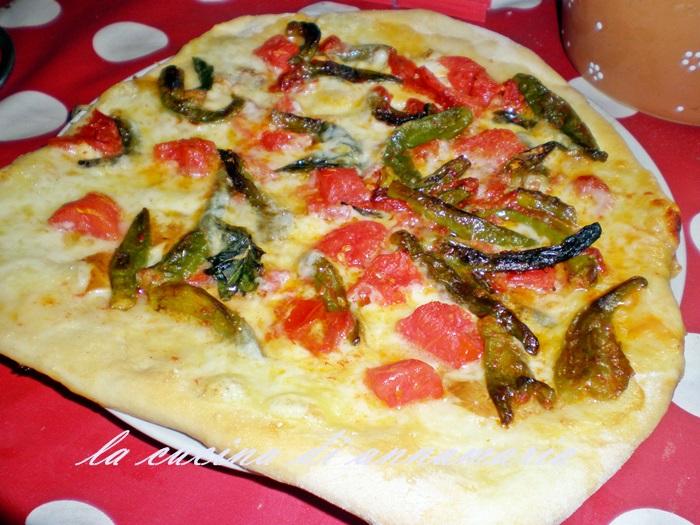 Pizza napoletana con peperoncini verdi e provola ricetta for Pizza con planetaria