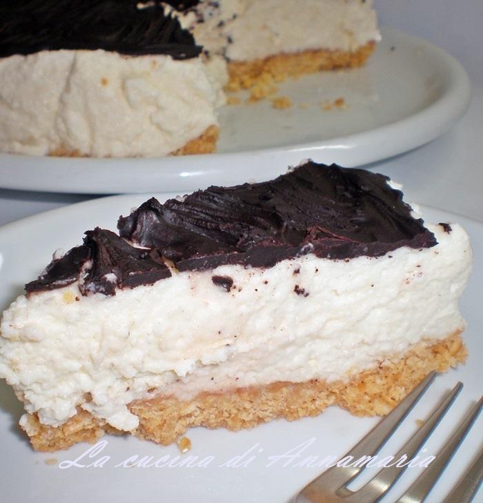cheesecake fredda ricoperta da cioccolato