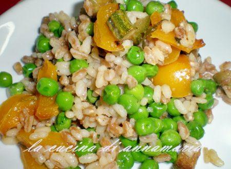 Farro con zucchine, peperoni e piselli, ricetta light
