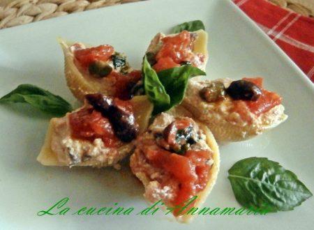 Conchiglioni con ricotta olive e capperi