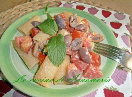 Rigatoni all'insalata con olive e scamorza
