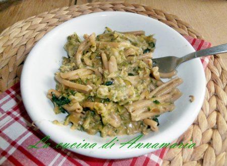 Pasta integrale con zucchine basilico e provola filante