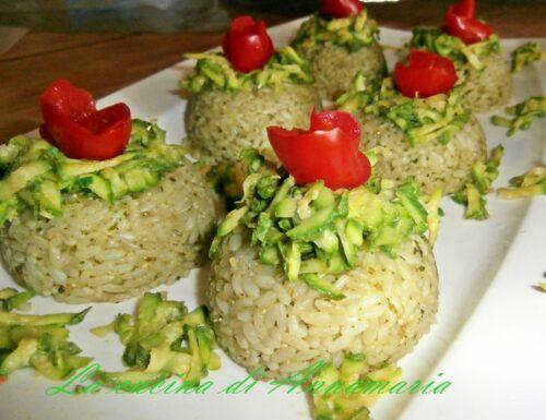 Cupolette di riso al pesto e zucchine julienne
