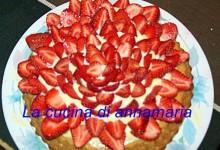 Crostata morbida con crema e fragole