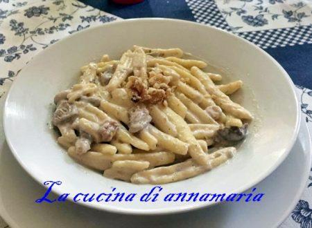 Pasta funghi gorgonzola e noci