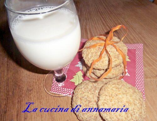 Latte di mandorla e biscotti all'okara di mandorle