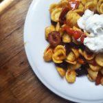 Orecchiette ai pomodori datterini, datterini confit, olive greche e stracciatella