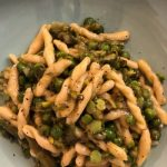 Strozzapreti con asparagi, piselli freschi e caciocavallo