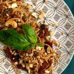 Spaghetto quadrato integrale con pomodori secchi, olive taggiasche e anacardi