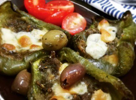 Barchette di peperoni ripieni