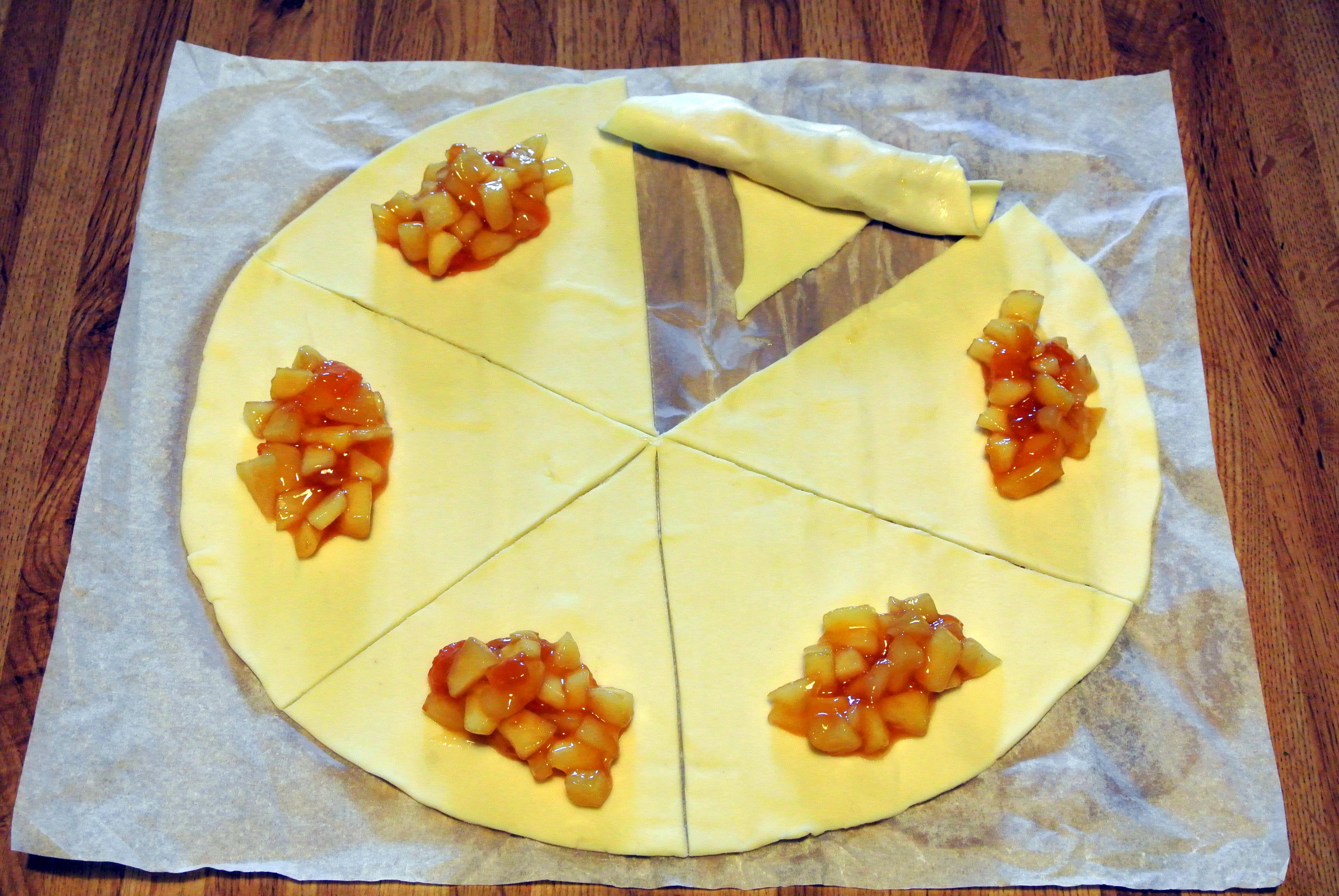 Cornetti con mele e marmellata