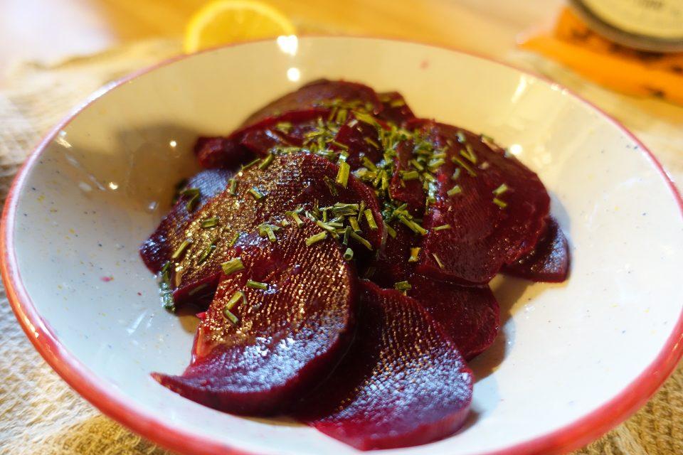 barbabietola rossa cotta insalata