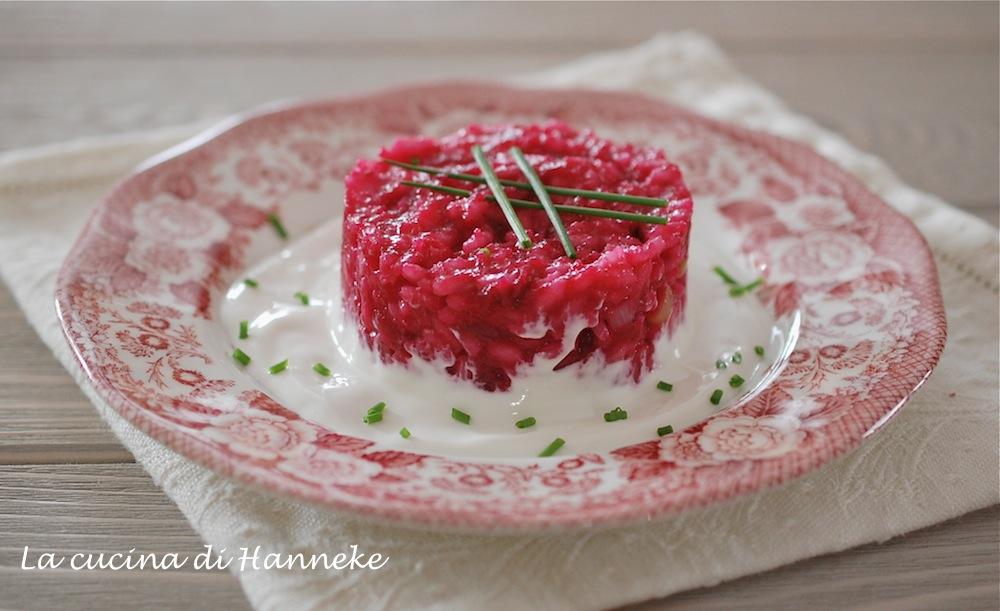 Risotto alle barbabietole con salsa al formaggio