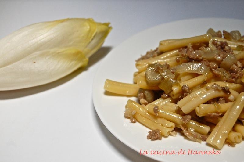 Caserecce con indivia belga, salsiccia e semi di finocchio