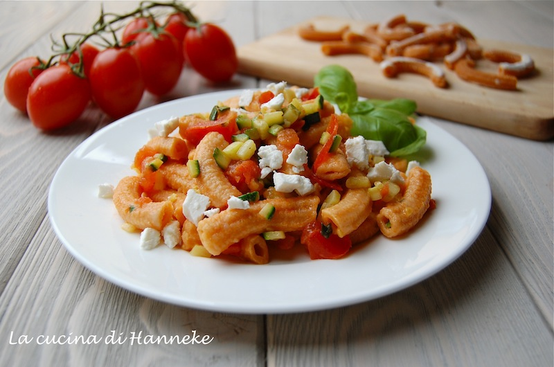 Sedanini ai pomodorini, zucchine e feta