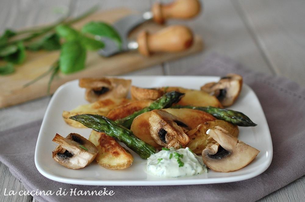 Asparagi al forno con patate e funghi