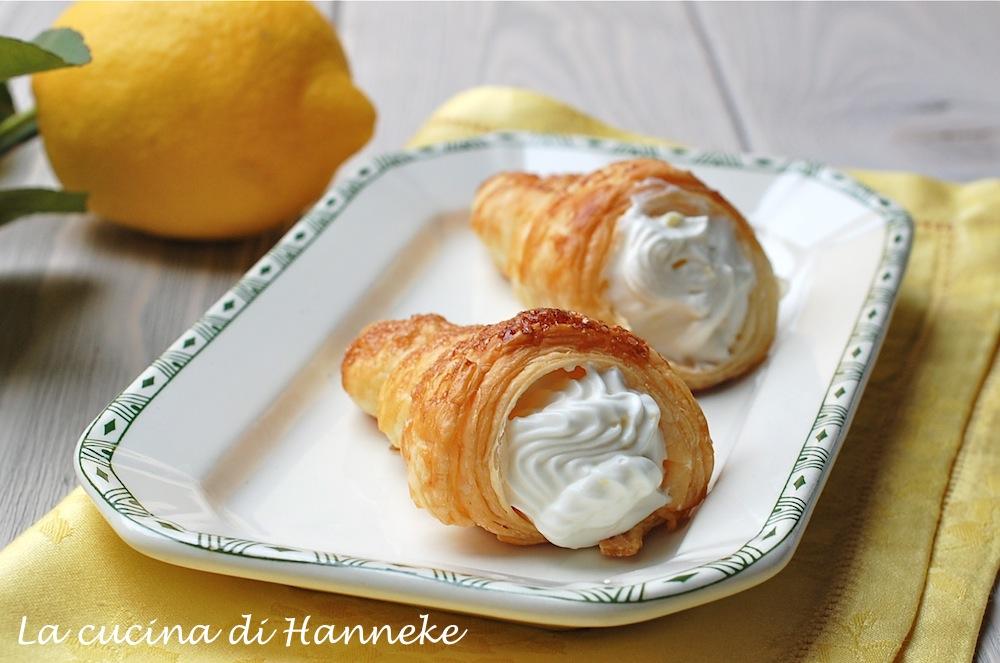 Cannoncini alla crema di limone