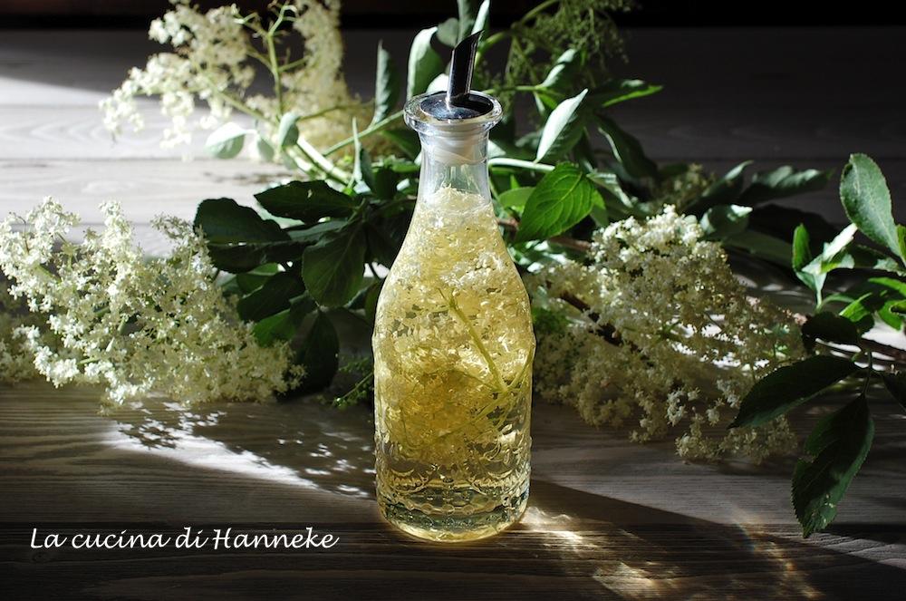 Aceto ai fiori di sambuco