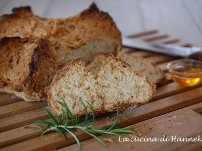 pane senza lievito al rosmarino