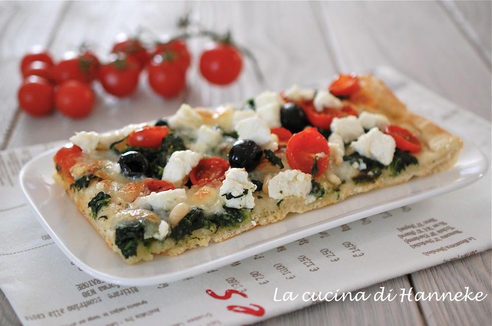 Pizza agli spinaci, ricotta e pomodorini