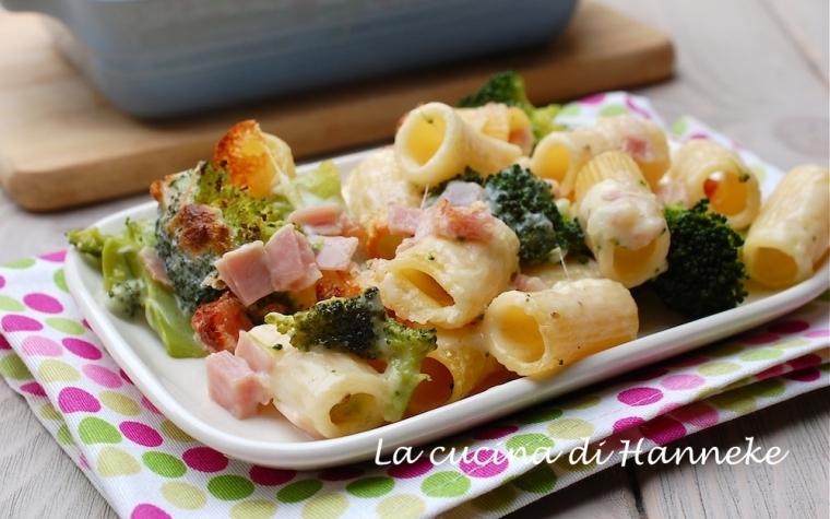 Pasta gratinata con broccoli e prosciutto