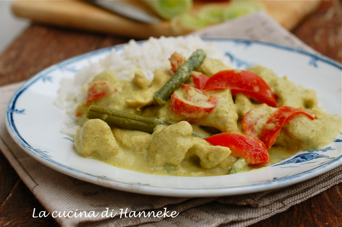 Pollo al curry e latte di cocco con verdure