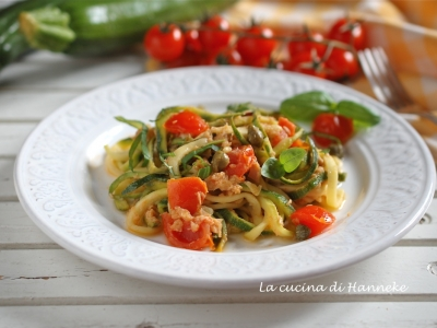 Spaghetti di zucchine con tonno