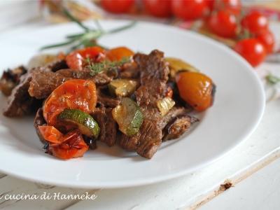 straccetti di manzo con verdure arrostite