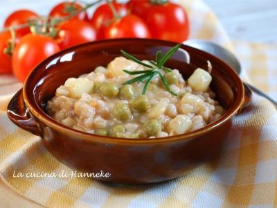 zuppa di farro con piselli e salsiccia