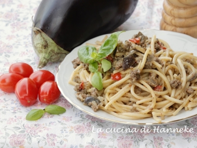 pasta alle melanzane carne trita basilico ricetta estiva