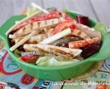 Insalata di pollo e verdure croccanti