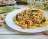 Tagliatelle con asparagi, prosciutto e nocciole | Ricetta primavera
