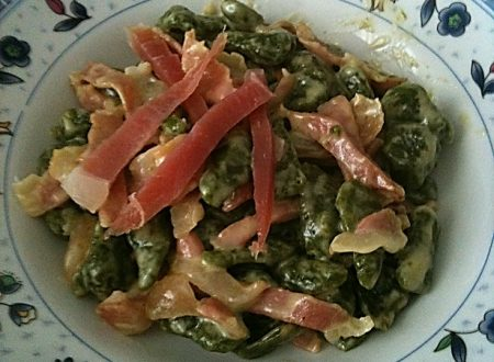 Spaetzle agli spinaci con panna e spek