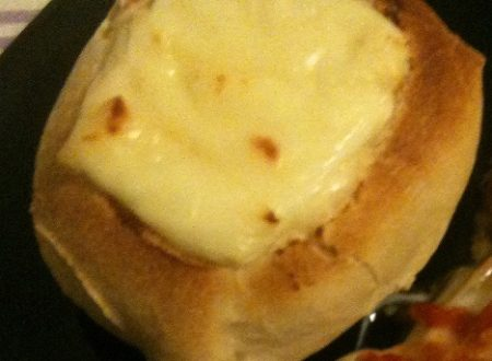 Panini farciti con uovo e formaggio