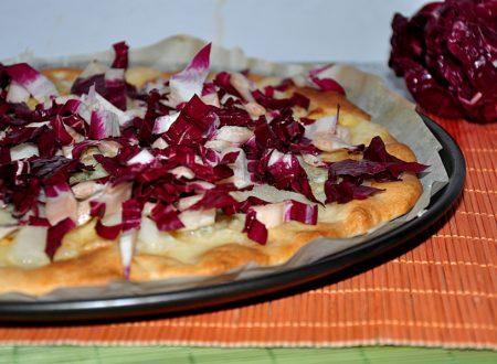 Pizzette con pere, radicchio e gorgonzola