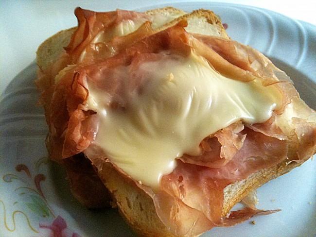 toast scomposto,  toast, prosciutto cotto, sottilette